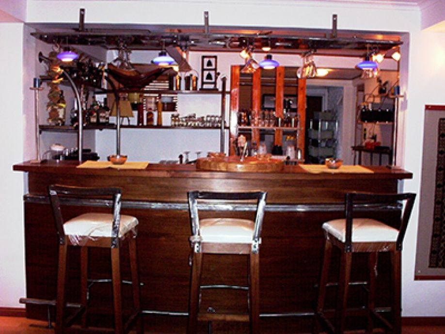 Barra bar meson bar madera roble for Bar de madera esquinero para casa